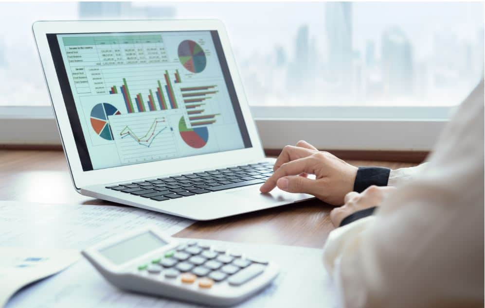 Image of 3 reasons why a company hires a finance professional